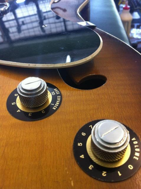 "MS1100: Original knobs and stickers, beware the ""Bass Expander""!"